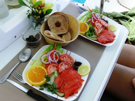 Smoked_salmon_salad_with_bagels.JPG